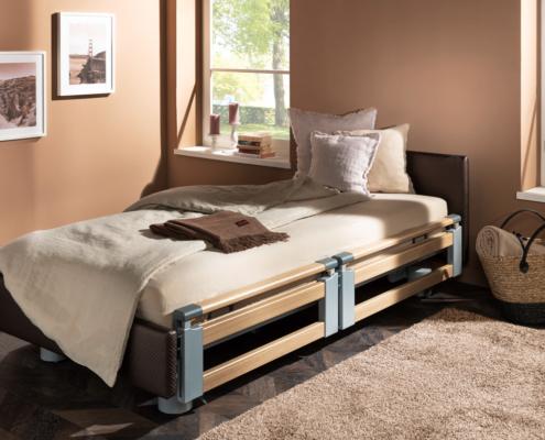 Pflegebett mit Seitensicherung unten