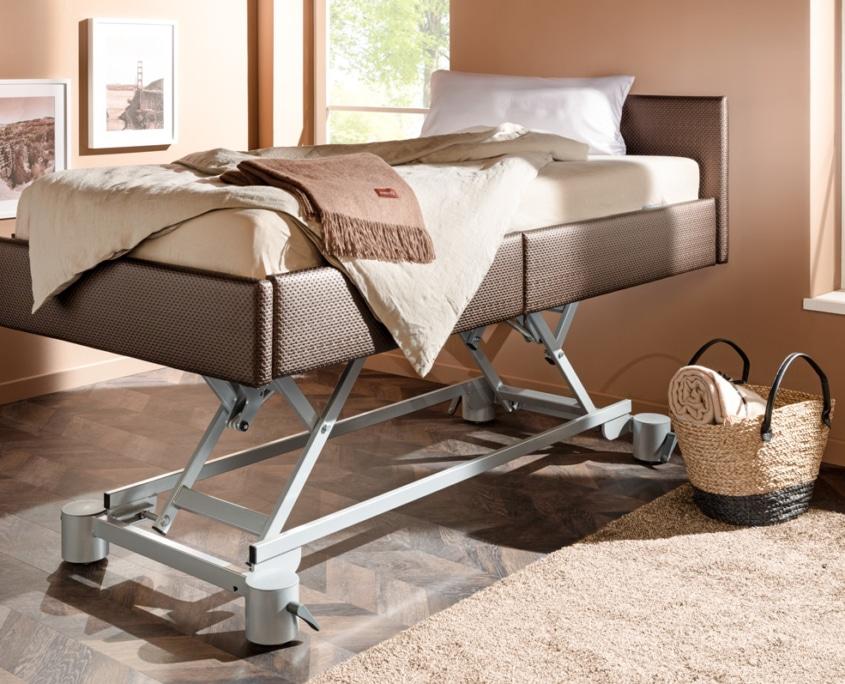 Pflegebett mit elektrischen Lift
