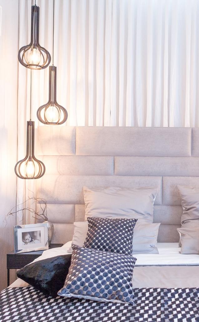 Modernes Schlafzimmer mit gemütlichen Polsterbett